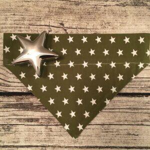 Hundehalstuchdunkles olivgrün mit Sternen