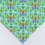 Hundehalstuch Indian Summer – florales Muster grün dunkelrot