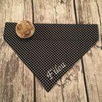 Hundehalstuch Schneegestöber – kleine Punkte, weiß auf Schwarz